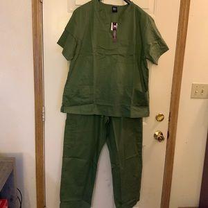 Other - Medgear Men's 12-Pocket Scrubs Set